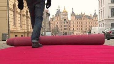 roter Teppisch vor dem Schweriner Schloß